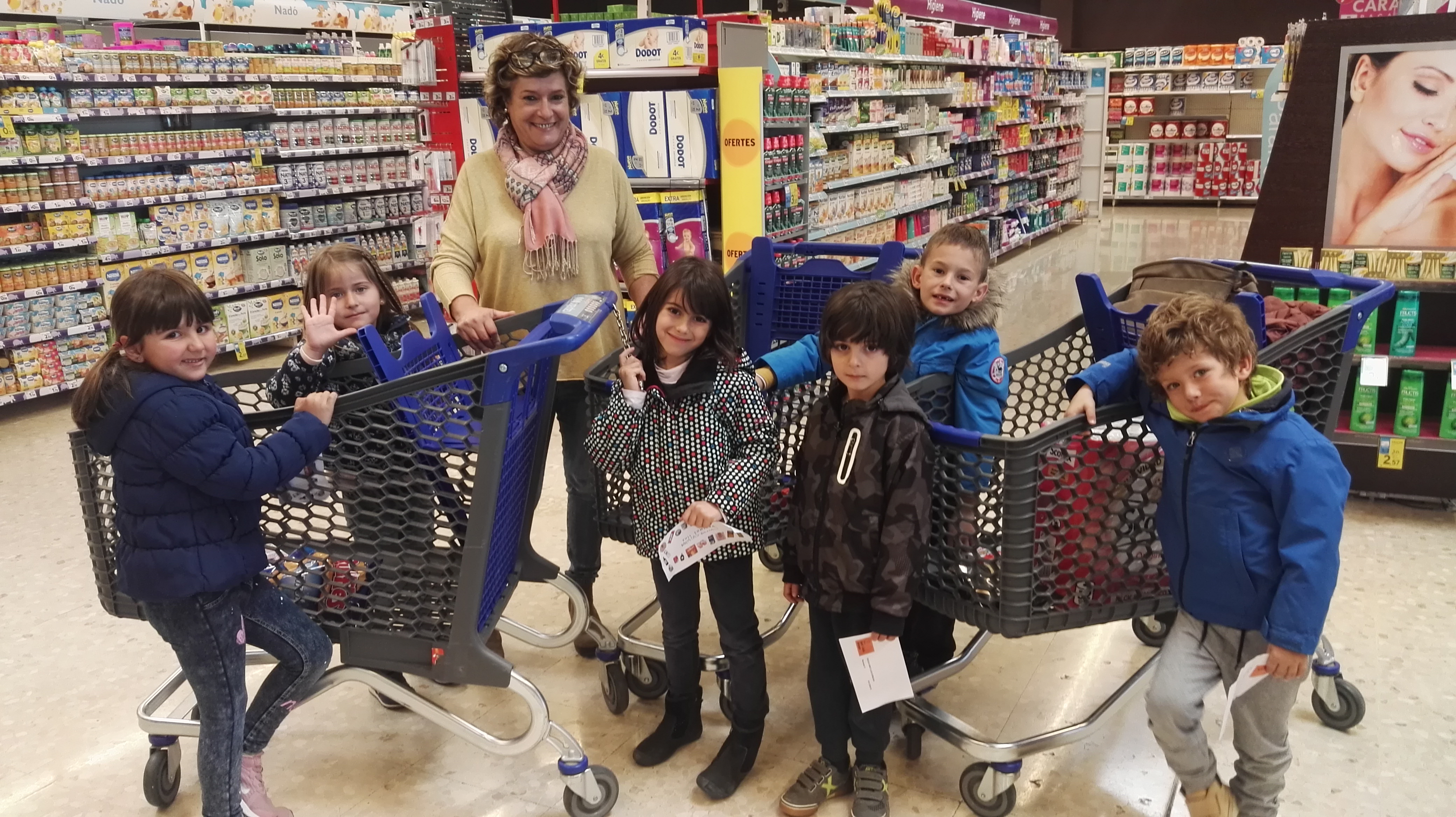 Les Balenes anem a fer la compra al supermercat
